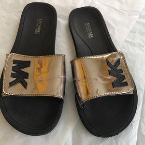 MK sandal size 6